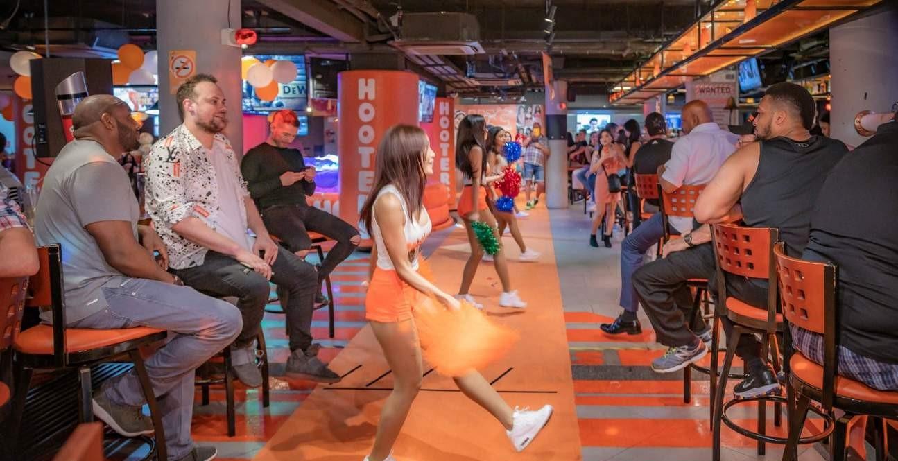 Dancing Hooters Girls