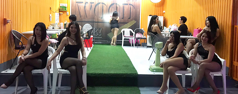 Wood Bar is a Famous BJ Bar in Sukhumvit