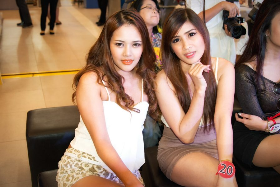 Girls that Work in Bangkok Red Light District PSE Shops